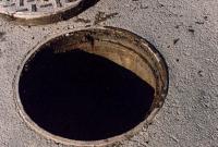 В Сумах женщина упала в канализационный колодец