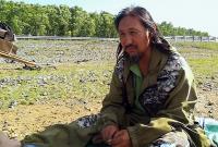 Якутский шаман возобновил свой поход на Москву для изгнания Путина, с собой взял 4 собак