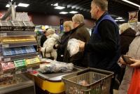 Украинцы почти половину доходов тратят на еду, европейцы — 12%