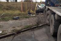 В Киеве грузовик столкнулся с легковушкой, есть жертва