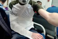 В РФ коп избил журналиста, когда тот снимал голосование за поправки Путина (видео)