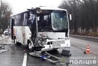 В Хмельницком рейсовый автобус столкнулся с легковушкой: есть пострадавшие (фото)